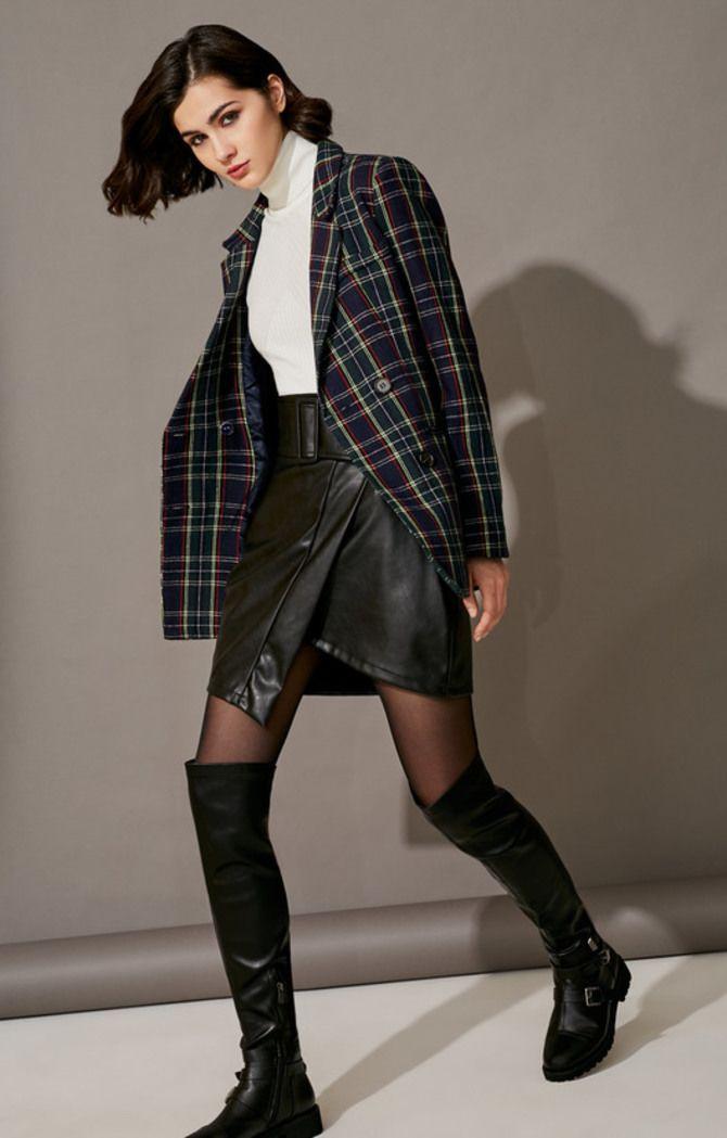 С чем носить короткую юбку: модные образы 2021-2022 33
