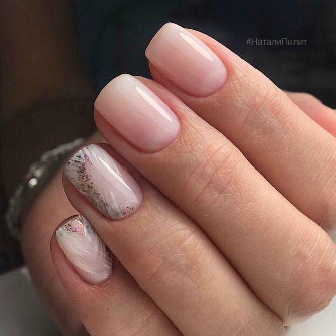 светлый маникюр на коротких ногтях
