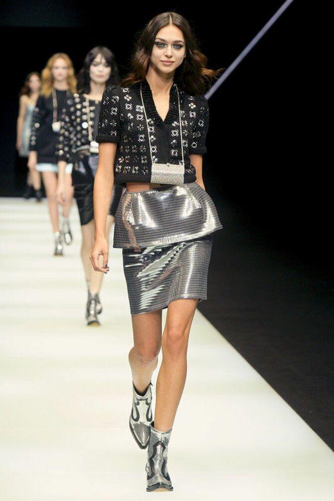 С чем носить короткую юбку: модные образы 2021-2022 38
