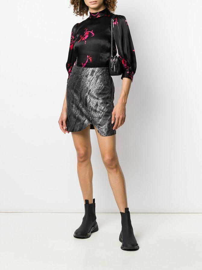 С чем носить короткую юбку: модные образы 2021-2022 39