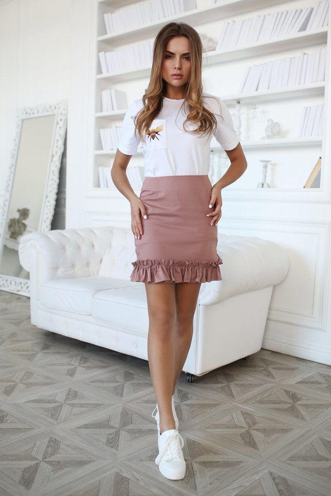 С чем носить короткую юбку: модные образы 2021-2022 48