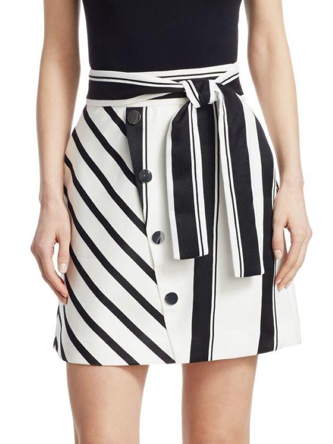 С чем носить короткую юбку: модные образы 2021-2022 50