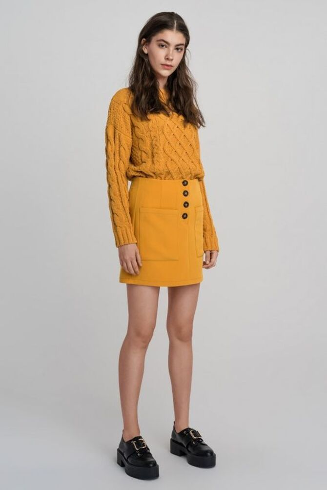 С чем носить короткую юбку: модные образы 2021-2022 61