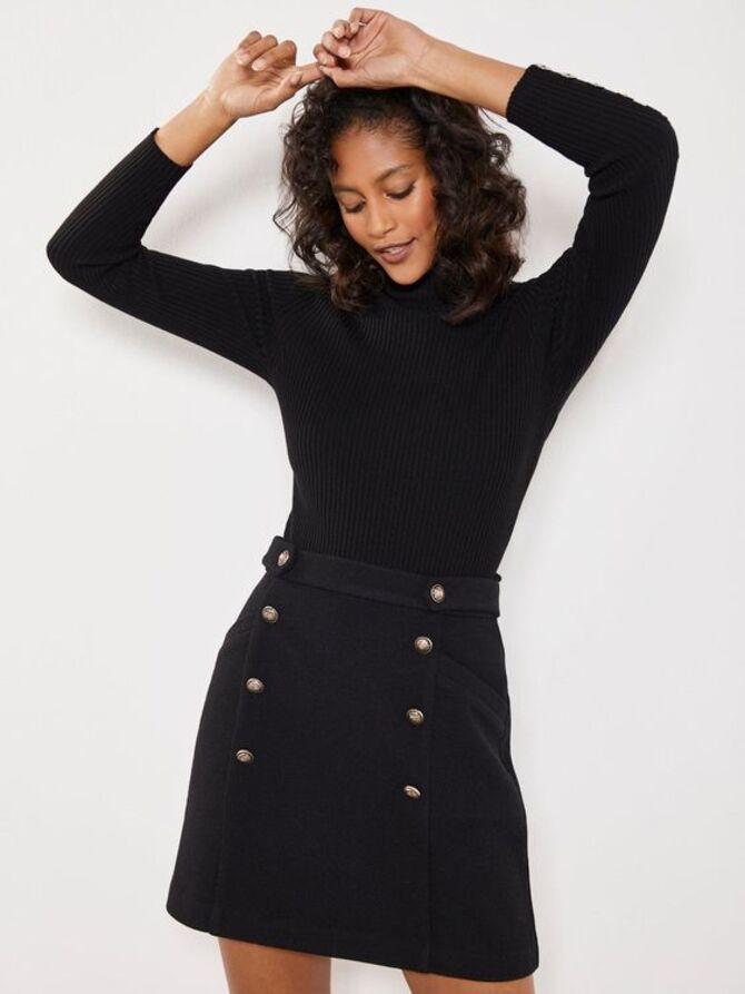 С чем носить короткую юбку: модные образы 2021-2022 51