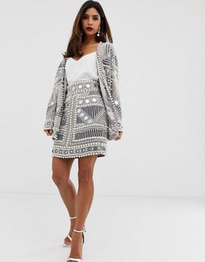 С чем носить короткую юбку: модные образы 2021-2022 53