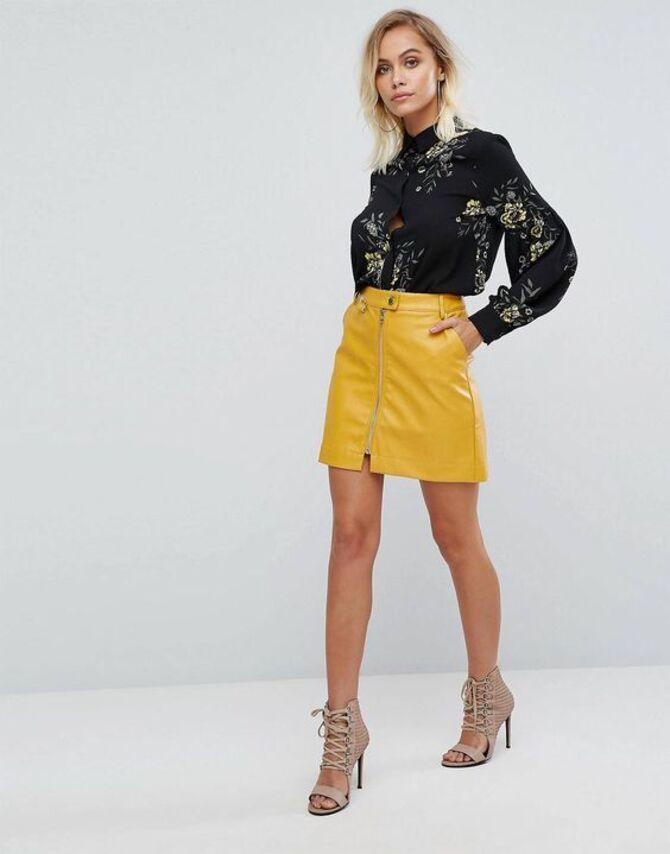 С чем носить короткую юбку: модные образы 2021-2022 55