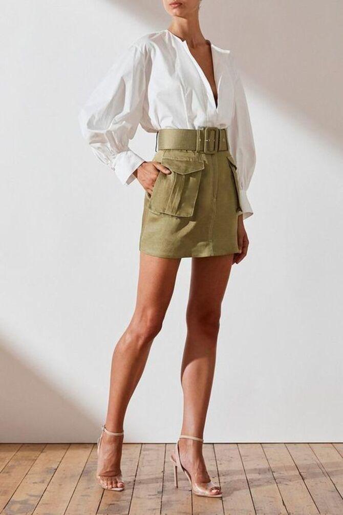 С чем носить короткую юбку: модные образы 2021-2022 58