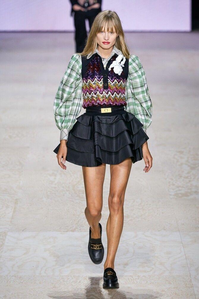 Модные мини-юбки с оборками 2021-2022 1