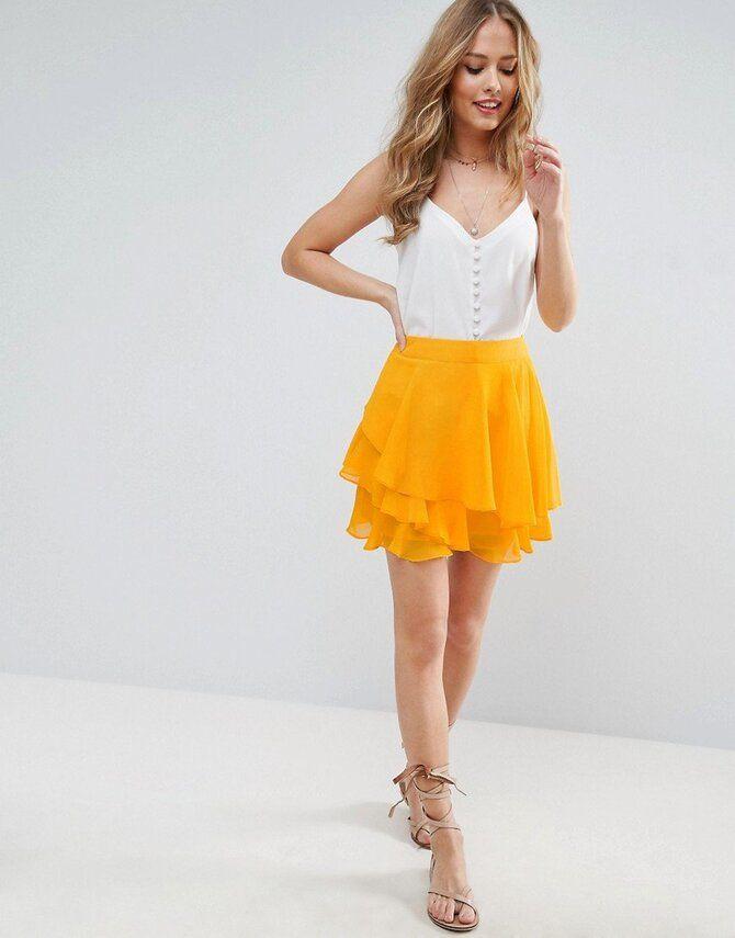 Модные мини-юбки с оборками 2021-2022 14