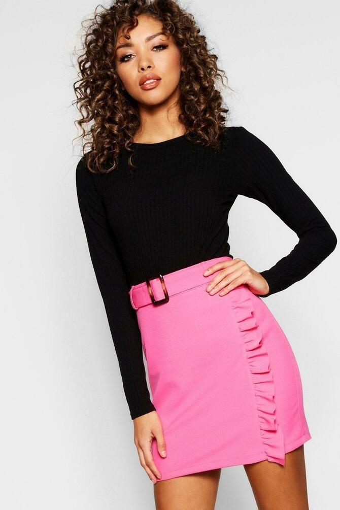 Модные мини-юбки с оборками 2021-2022 17