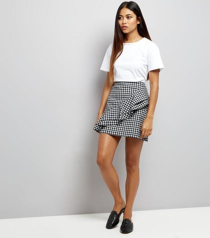 Модные мини-юбки с оборками 2021-2022 9