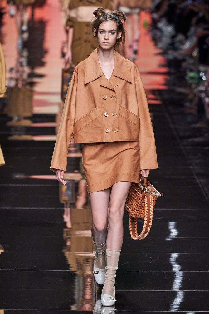 Модные замшевые мини-юбки 2021-2022 1