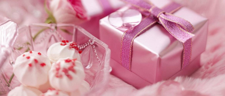 Красиві привітання з Днем народження дівчині в листівках, віршах і прозі