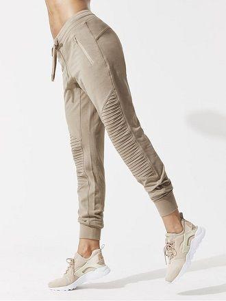 Літні штани на резинці: зручний і трендовий одяг в сезоні 2021-2022 25