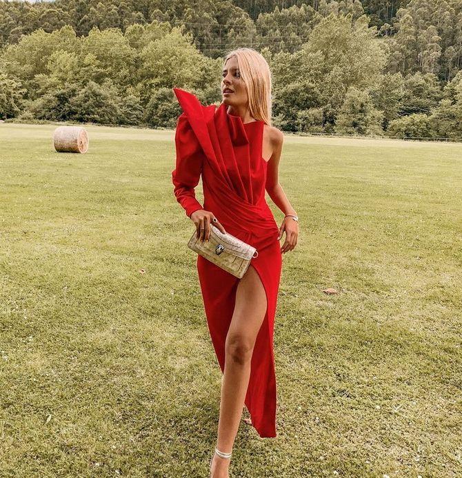 Модные платья с разрезом: лучшие фасоны и силуэты 2020-2021 года 20