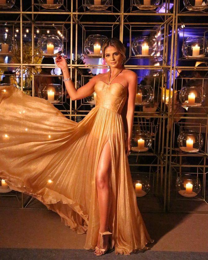Модные платья с разрезом: лучшие фасоны и силуэты 2020-2021 года 31