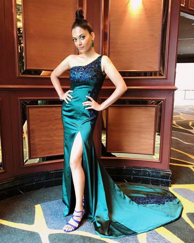 Модные платья с разрезом: лучшие фасоны и силуэты 2020-2021 года 34