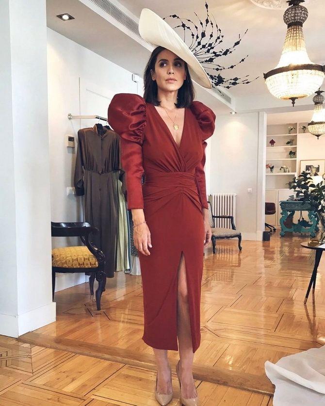 Модные платья с разрезом: лучшие фасоны и силуэты 2020-2021 года 37