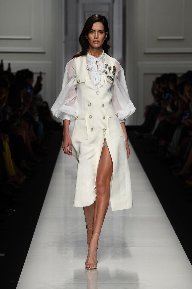Модные платья с разрезом: лучшие фасоны и силуэты 2020-2021 года 4