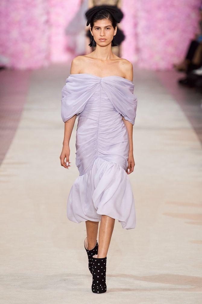 Літня романтика: обираємо сукню 2021-2022 року з відкритими плечима 13
