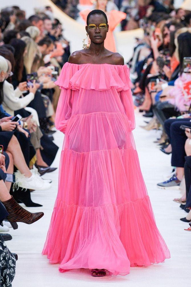 Літня романтика: обираємо сукню 2021-2022 року з відкритими плечима 17