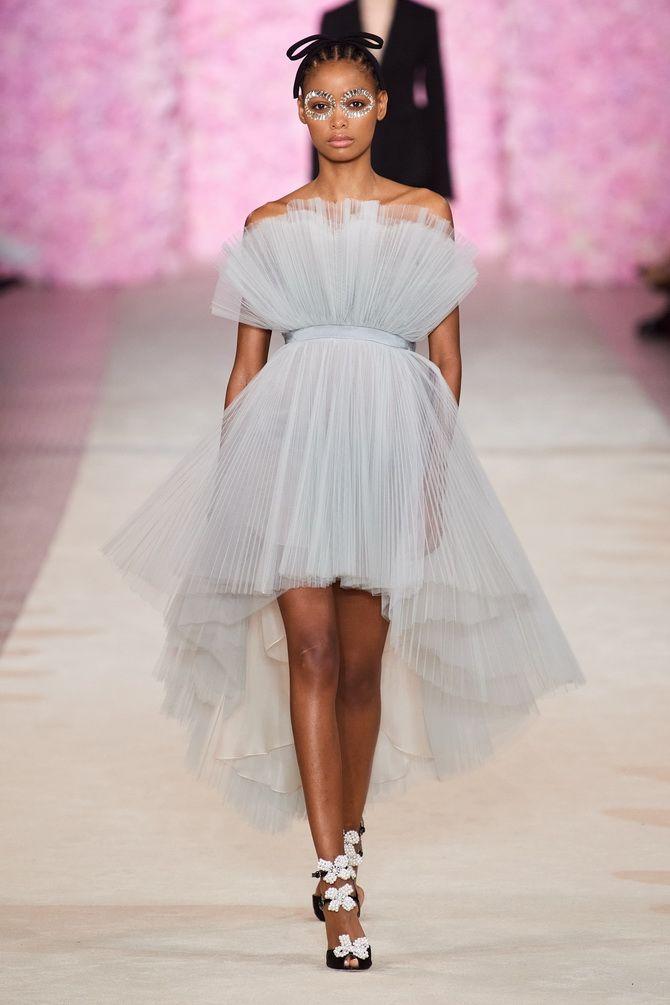 Літня романтика: обираємо сукню 2021-2022 року з відкритими плечима 18