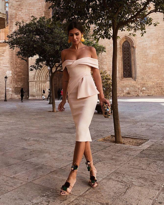 Літня романтика: обираємо сукню 2021-2022 року з відкритими плечима 37
