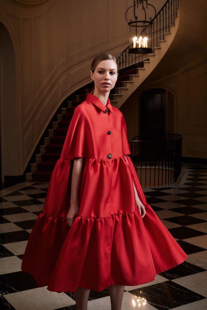 Широкие и роскошные: самые модные расклешенные платья 2021-2022 года 16