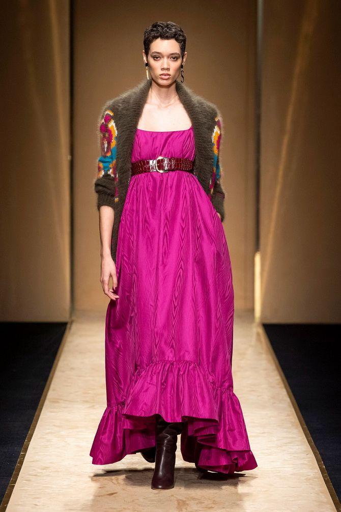 Широкие и роскошные: самые модные расклешенные платья 2021-2022 года 19