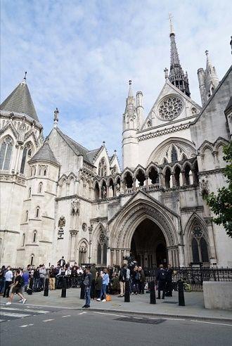 Джонни Депп и Эмбер Херд впервые встретились в суде: нагадила в постели и был тираном (фото) 4