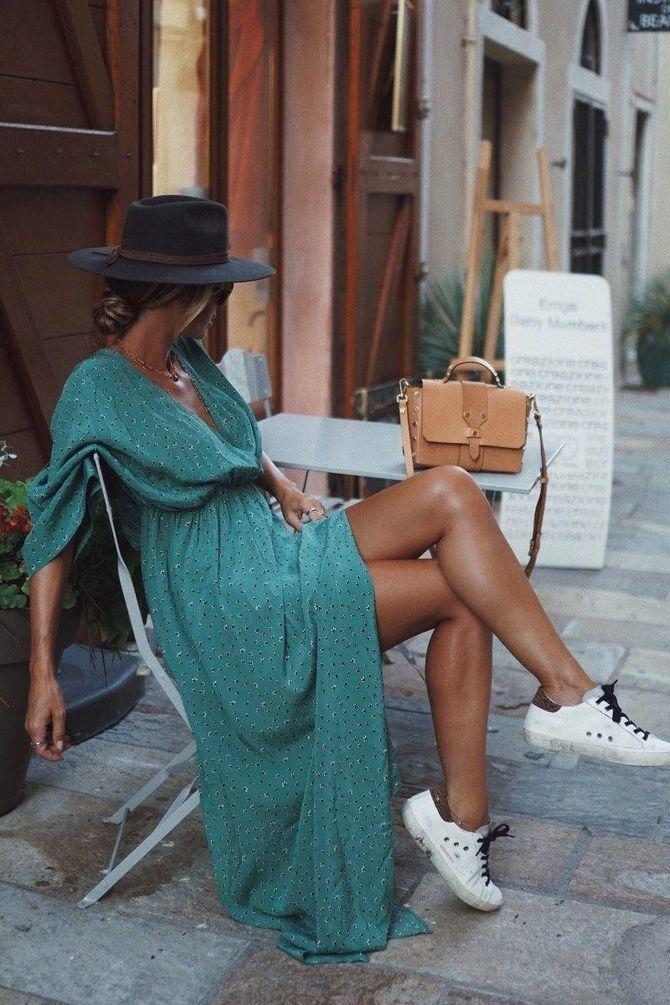 Платье с кроссовками: модные луки 2021-2022 1