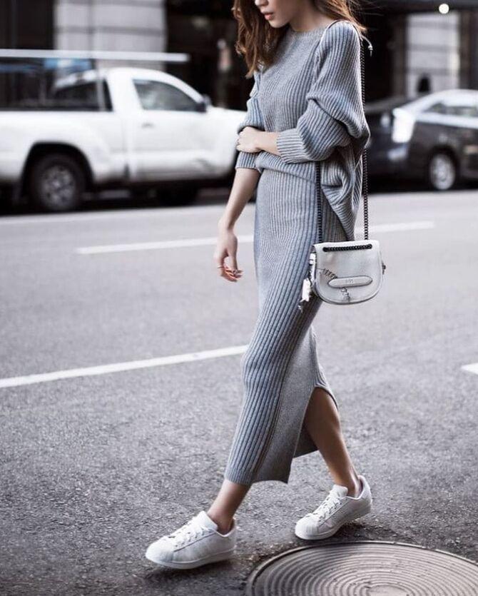 Платье с кроссовками: модные луки 2021-2022 31