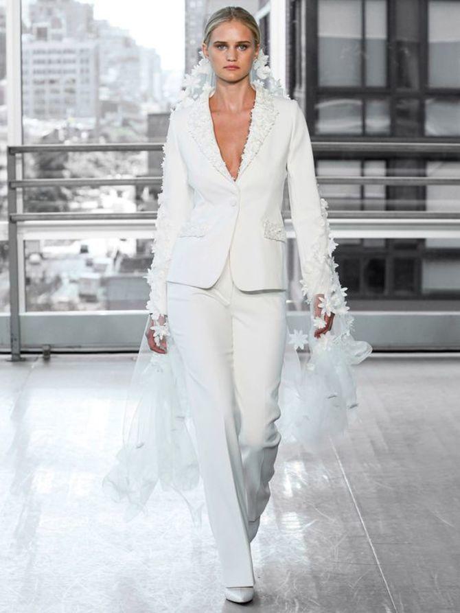 Свадебные костюмы для невест: стильные идеи для особенного дня 30