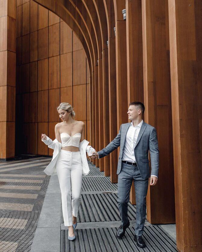 Свадебные костюмы для невест: стильные идеи для особенного дня 33