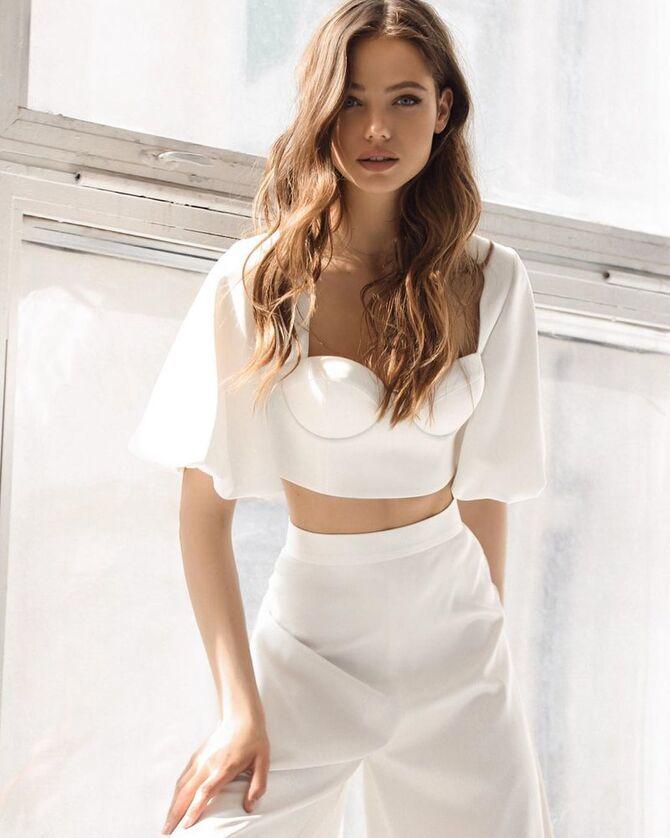 Свадебные костюмы для невест: стильные идеи для особенного дня 34