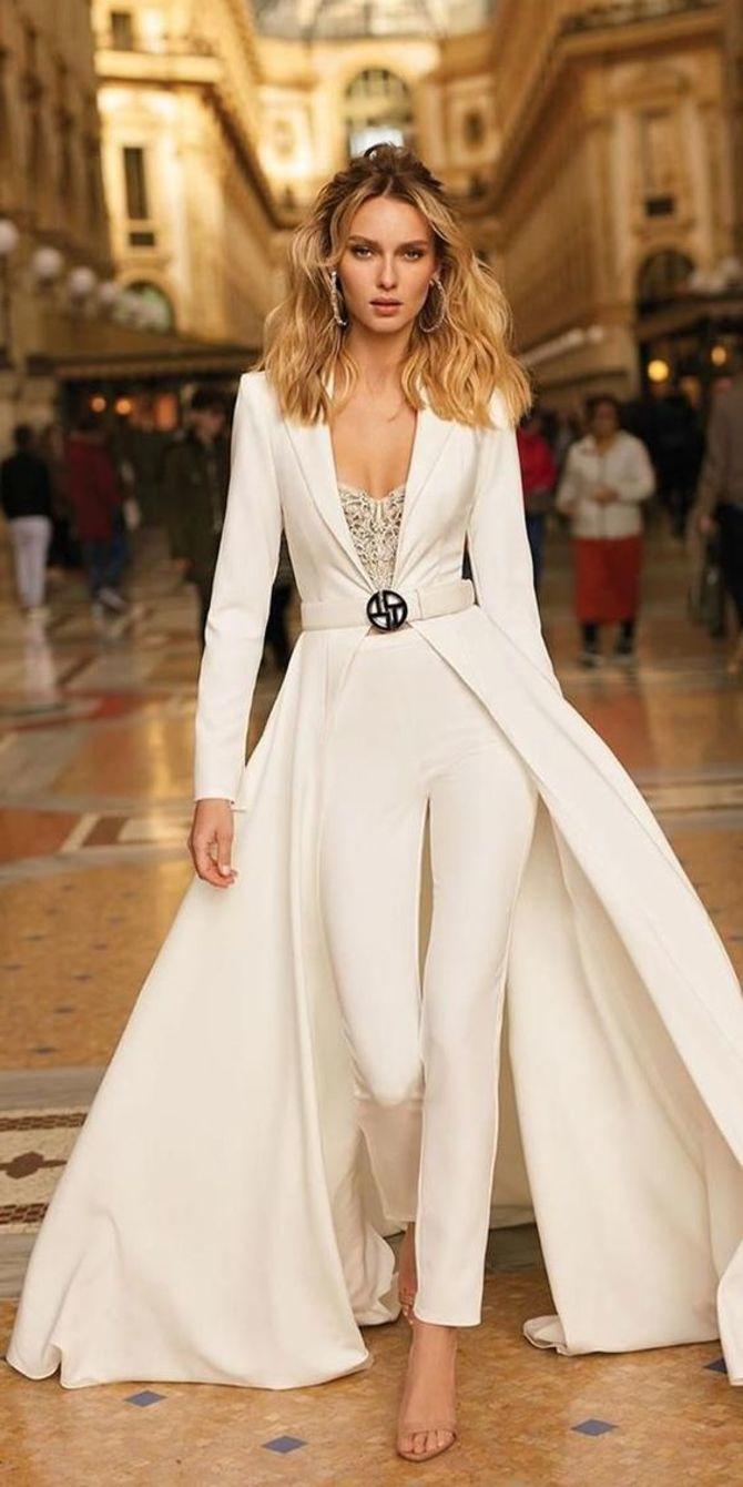 Свадебные костюмы для невест: стильные идеи для особенного дня 50