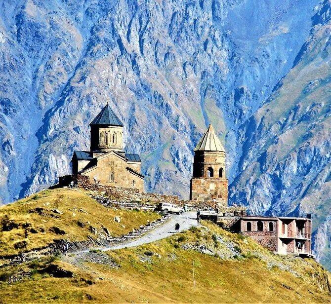 Восхождение на гору Казбек – маршрут, окутанный легендами и древностями 2