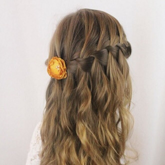 Красивые прически на 1 сентября с распущенными волосами для девочек 4