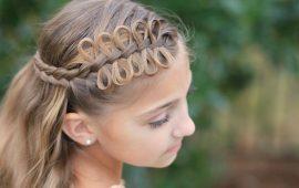 Красиві зачіски на 1 вересня з розпущеним волоссям для дівчаток