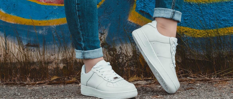 Какая обувь подходит к джинсам: стильные сочетания для женщин и мужчин