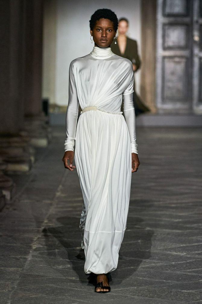 У грецькому стилі: красиві та ніжні сукні 2020-2021 4