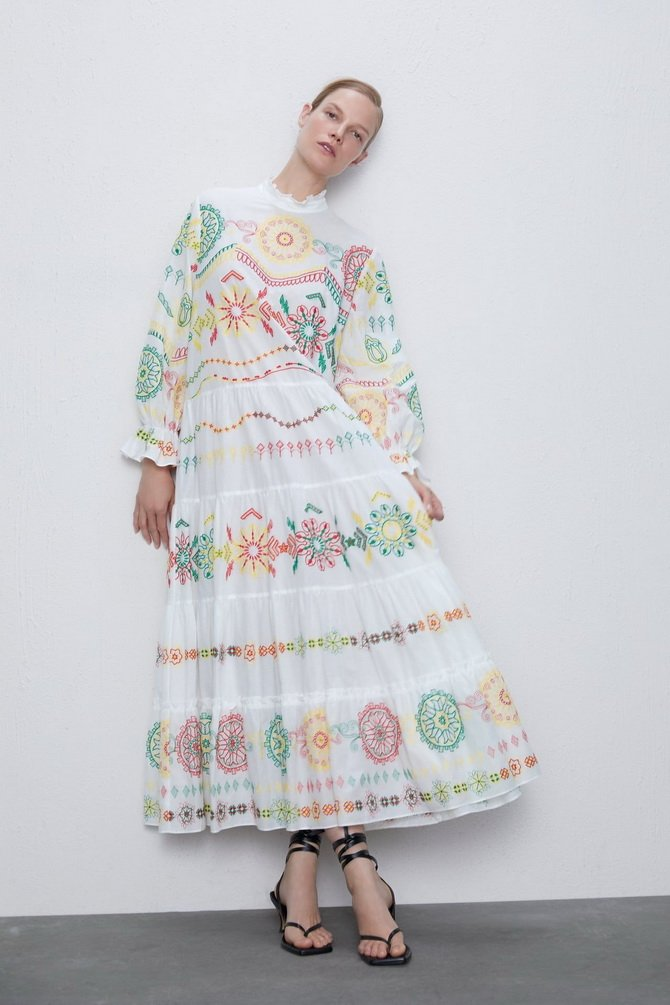Платья с вышивкой — лучшие модели сезона 2021-2022 36