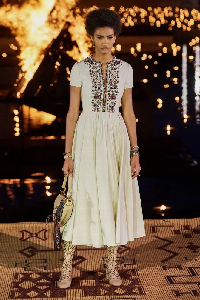 Сукні з вишивкою – кращі моделі сезону 2020-2021 9