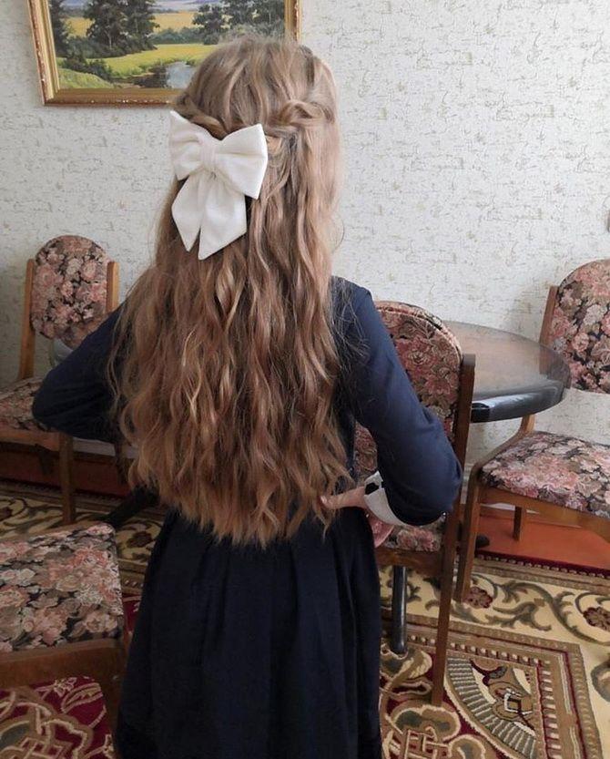 Зачіска з 1 бантом для дівчинки: стильні ідеї на 1 вересня 2