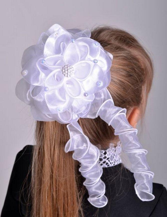 Зачіска з 1 бантом для дівчинки: стильні ідеї на 1 вересня 6