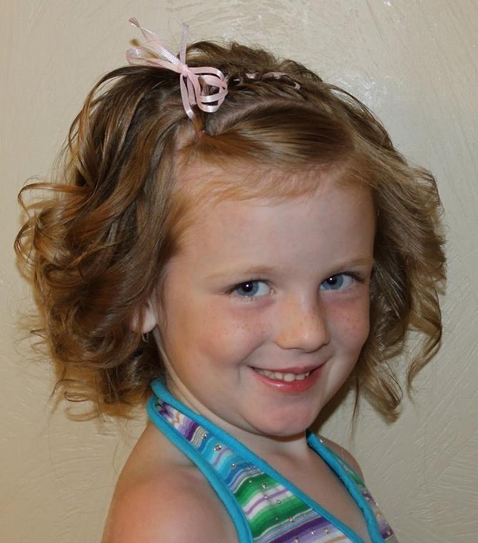 Красивые прически на 1 сентября с распущенными волосами для девочек 31