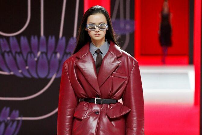 Шкіряні пальта 2020-2021: модні осінні аутфіти 2