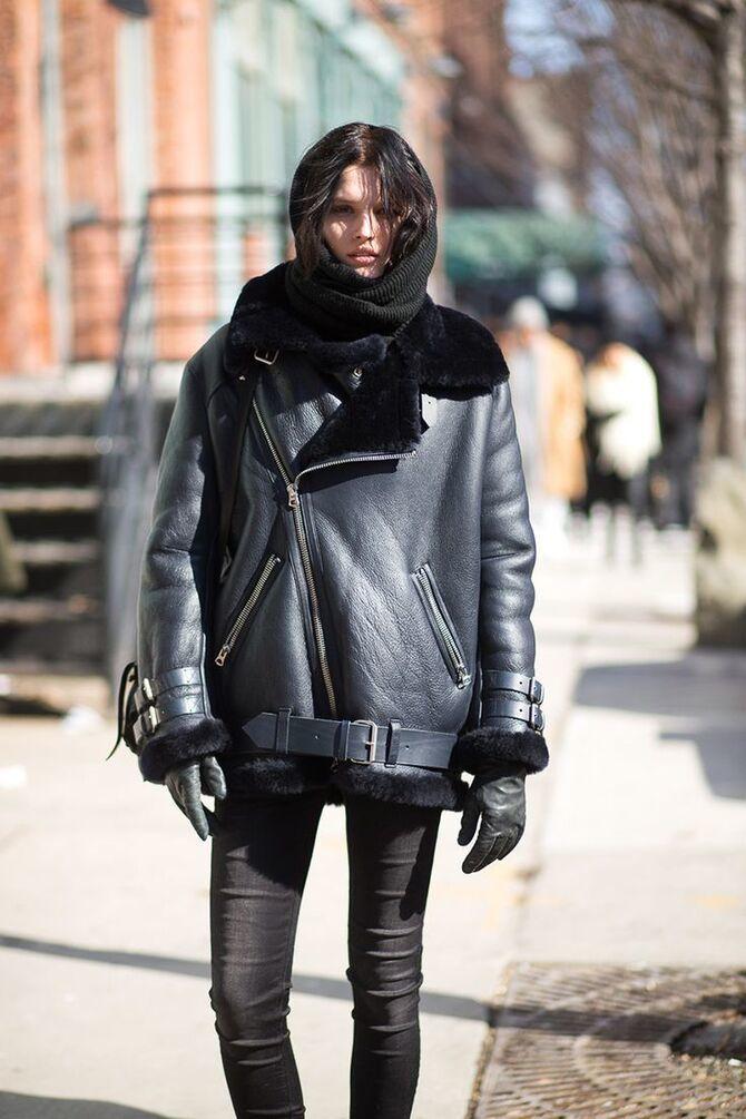 Шкіряні пальта 2020-2021: модні осінні аутфіти 24