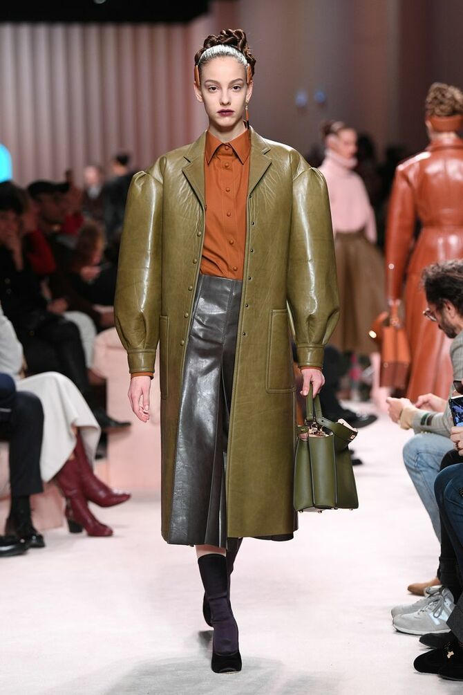 Шкіряні пальта 2020-2021: модні осінні аутфіти 5
