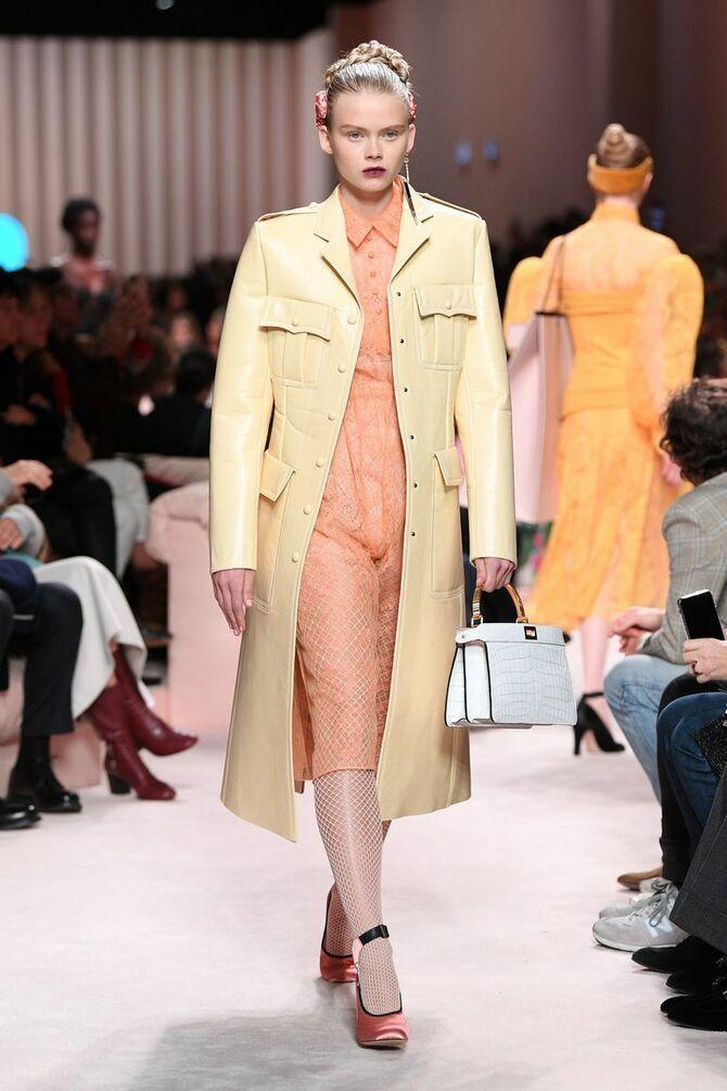 Шкіряні пальта 2020-2021: модні осінні аутфіти 6